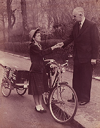 Louise Sutherland arriving in London after her first world journey and being greeted by Mr Domleo, London head of Raleigh Industries. Jan 1956