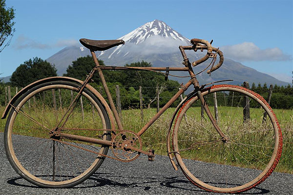 A BSA bike with wooden rims ridden in the inaugural 1911 Round the Mountain race.